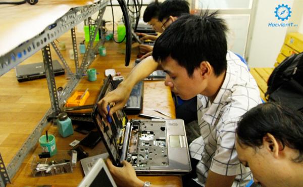 học việc sửa chữa laptop khó không