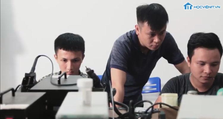 Thầy Trương Van Ngọc là giảng viên giàu kinh nghiệm
