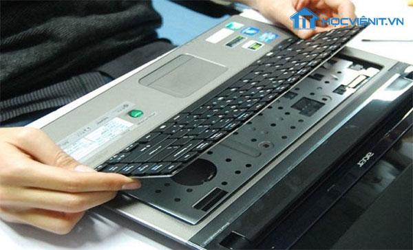 Tháo vỏ máy Laptop