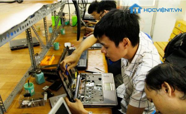 Buổi học sửa chữa Laptop tại HocvieniT.vn