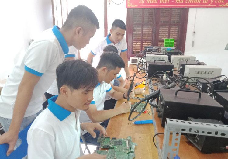Nghề sửa chữa đồ điện tử