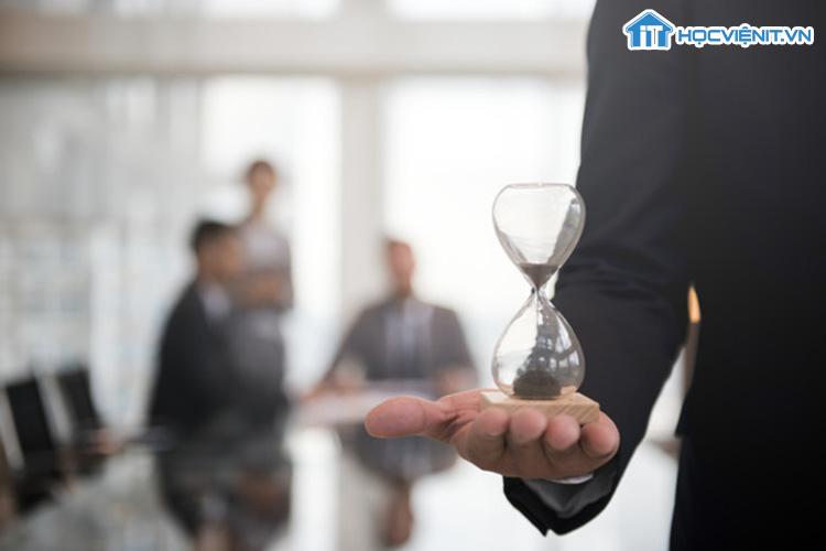 Tự đặt thời gian cho từng công việc là cách tuyệt vời để giúp bạn quản lý thời gian