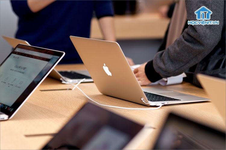 Nhu cầu mua sắm laptop tăng trưởng chậm trong nhiều năm