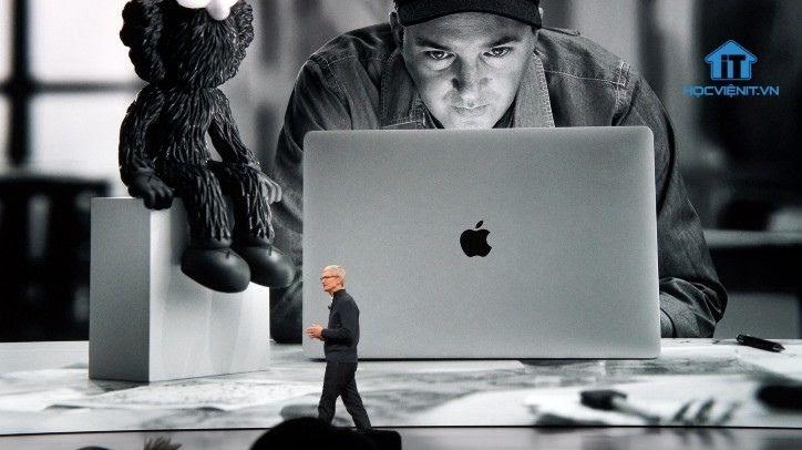 Tim Cook - CEO của Apple giới thiệu Macbook Air năm 2018