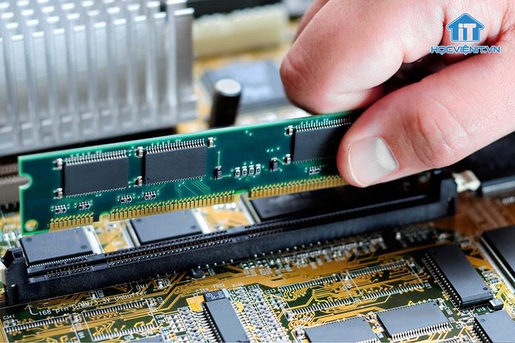 RAM giúp máy tính tải từng chi tiết hình ảnh trong game một cách trơn tru và mượt mà hơn
