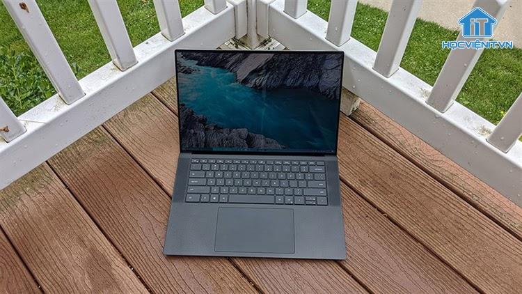 Để laptop tiếp xúc trực tiếp với ánh nắng mặt trời là điều tối kỵ
